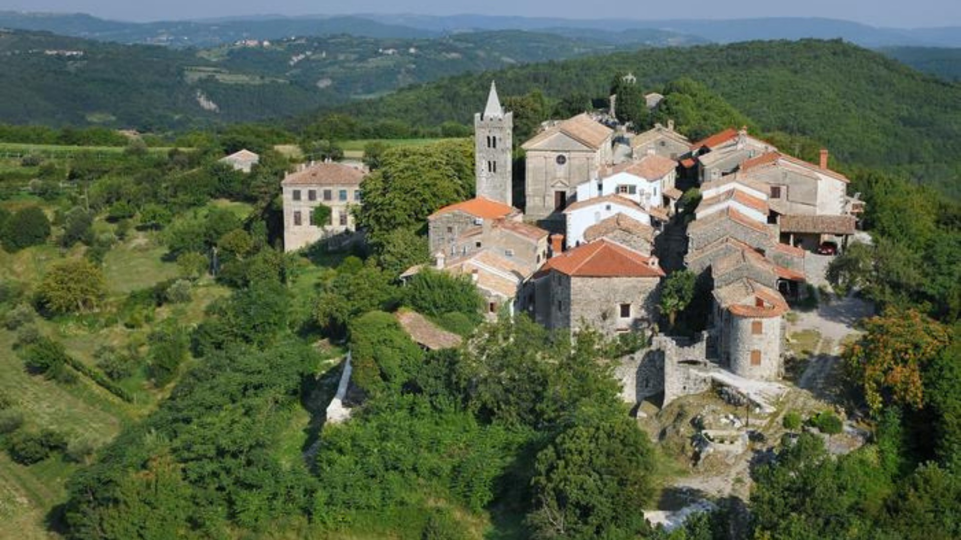 Read more about the article Visit the Smallest Town in the World – HUM