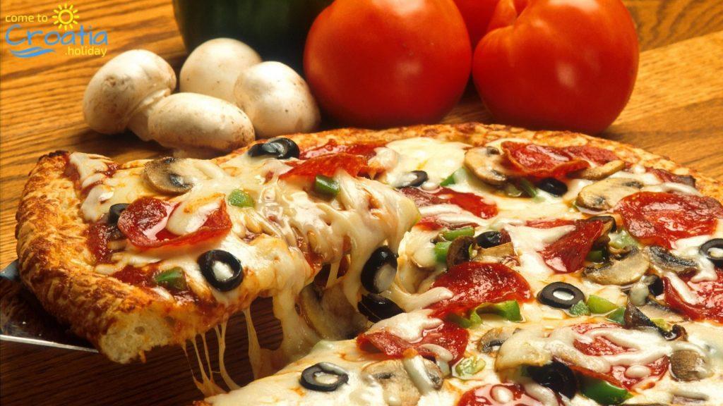 Pizza on Stradun