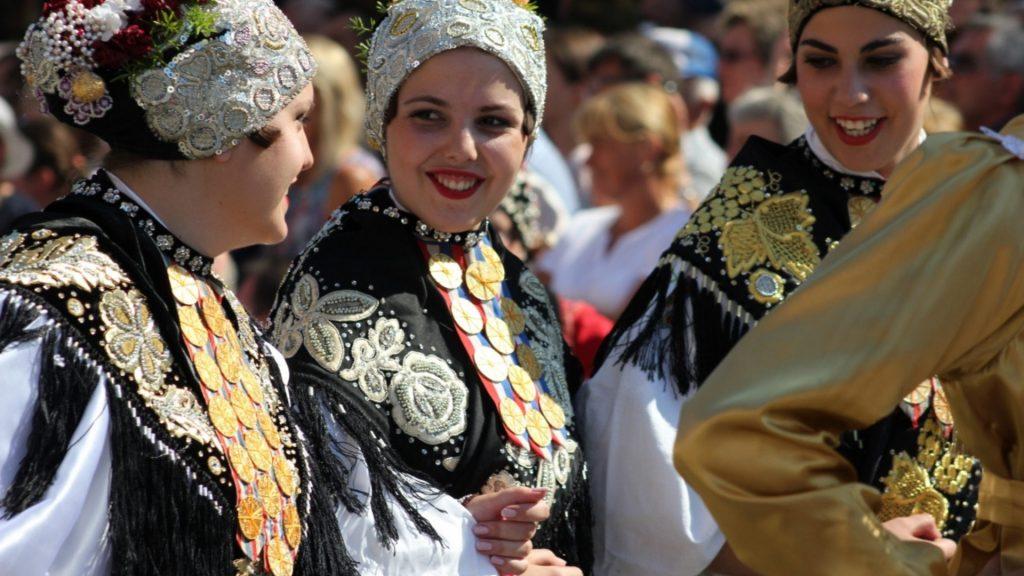 Girls on Djakovacki vezovi
